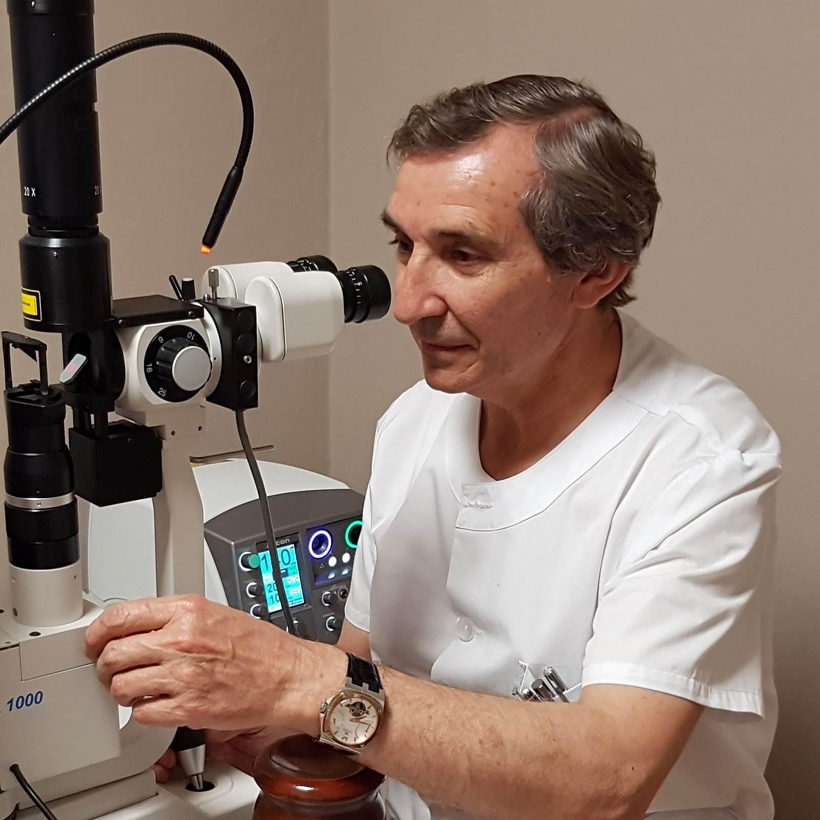 Doctor Joaquin Castro Navarro Oftalmologo en la Clínica Bajo-Castro en Asturias