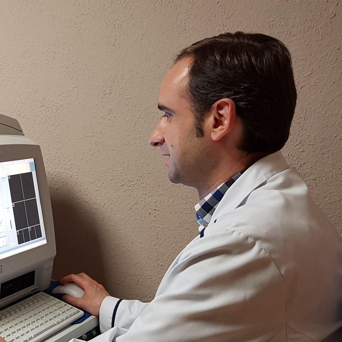 Doctor Roberto Martinez, Oftalmologo en Clinica Bajo-Castro en Oviedo