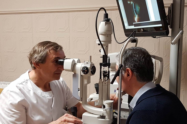 Tratamiento de Patologias en los Ojo, Joaquin Castro en Clinica Oftalmologica Bajo-Castro en Oviedo